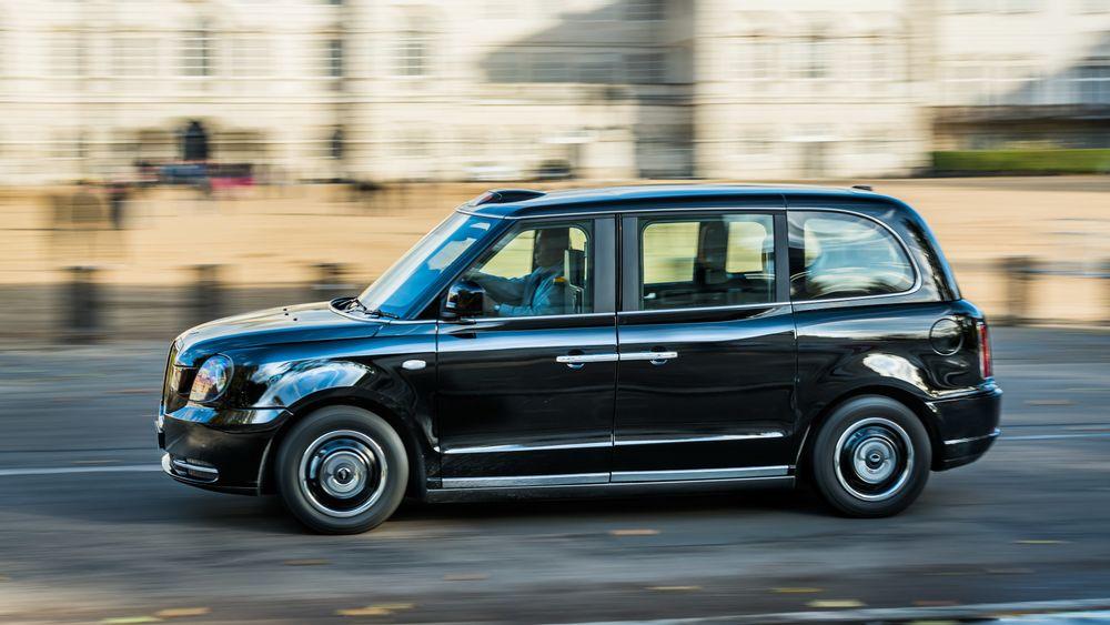 I Nottingham skal den klassiske britiske taxien få trådløs lading.