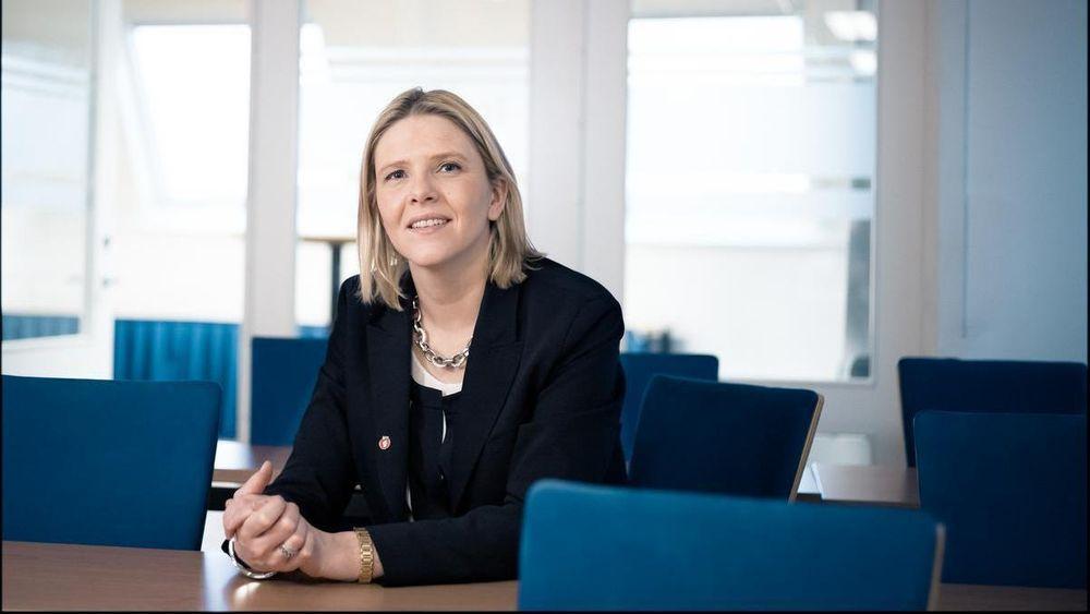 Sylvi Listhaug fikk bare én måned og to dager som olje- og energiminister. Nå varsler hun kamp mot vindkraft og kraftkabler til utlandet.
