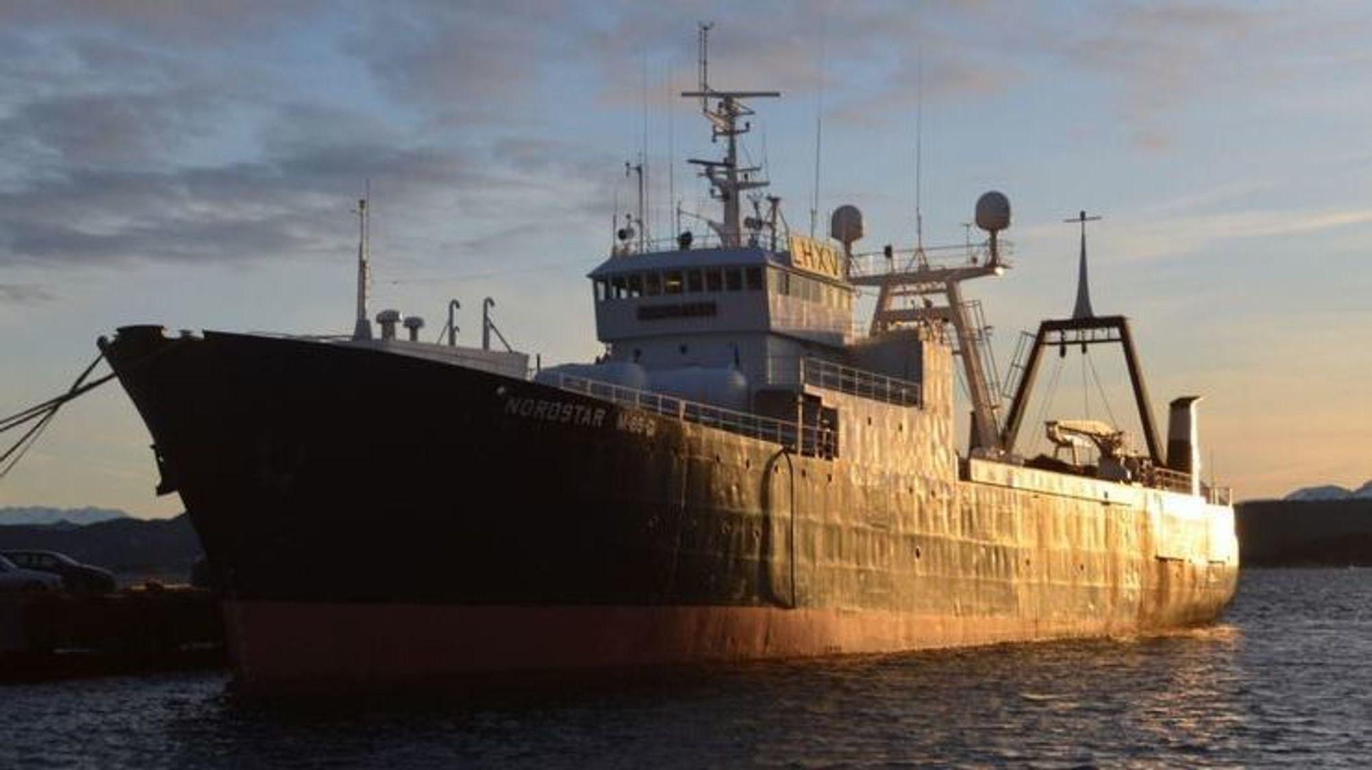 Rederiet Nordnes må møte i retten etter at en mann omkom i en ensilasjetank om bord i fartøyet.
