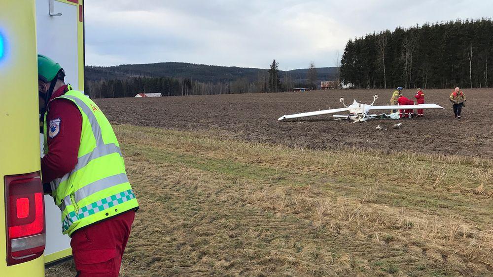 To personer var om bord da et småfly havarerte under landing ved Gjølstad flyplass nord for Kongsvinger tirsdag ettermiddag.