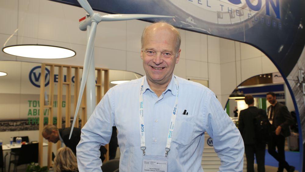 Henrik Stiesdal var den første til å designe havvind i verden. Nå utfordrer han Equinor på flytende installasjoner.
