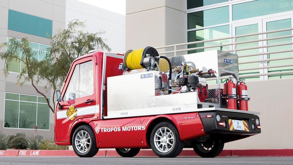 Den lille brannbilen har en svingradius på under fire meter, og kan samtidig frakte med seg en vanntank.