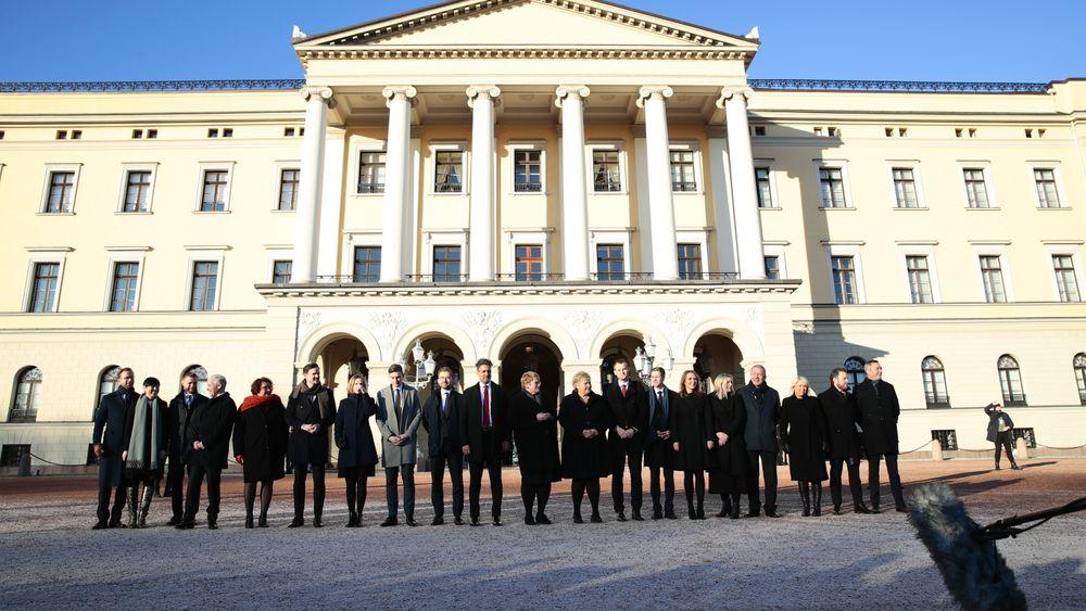 Erna Solberg presenterer ny regjering på Slottsplassen fredag ettermiddag.