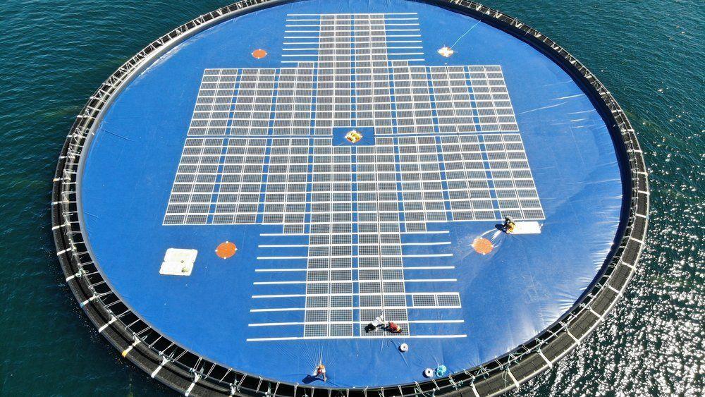 Ocean Sun har testet flere større flytende solcelleanlegg utenfor Bergen. De har også et testanlegg med 48 moduler liggende på Filippinene.