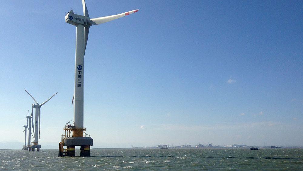 Myndighetene legger til rette for innovasjon innen fornybart og gir stor statlig støtte til blant annet vindkraft til havs. Her fra havvindmøller ved Rudong.