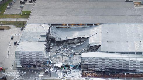 Avinor fastholdt at parkeringshuset som kollapset var bygget etter reglene. Lenge etter at de fikk vite om feil