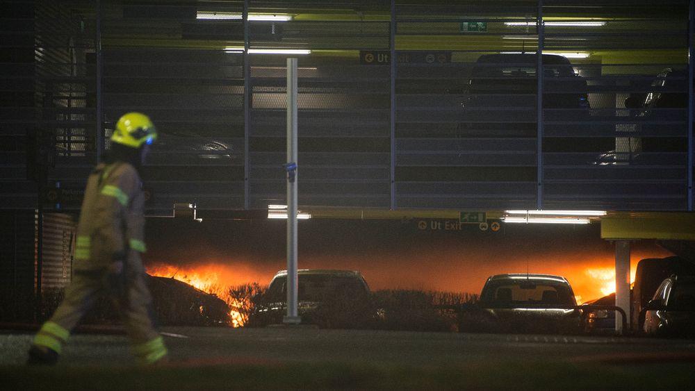 Bilen det begynte å brenne i på Stavanger lufthavn er andre generasjon Opel Zafira.