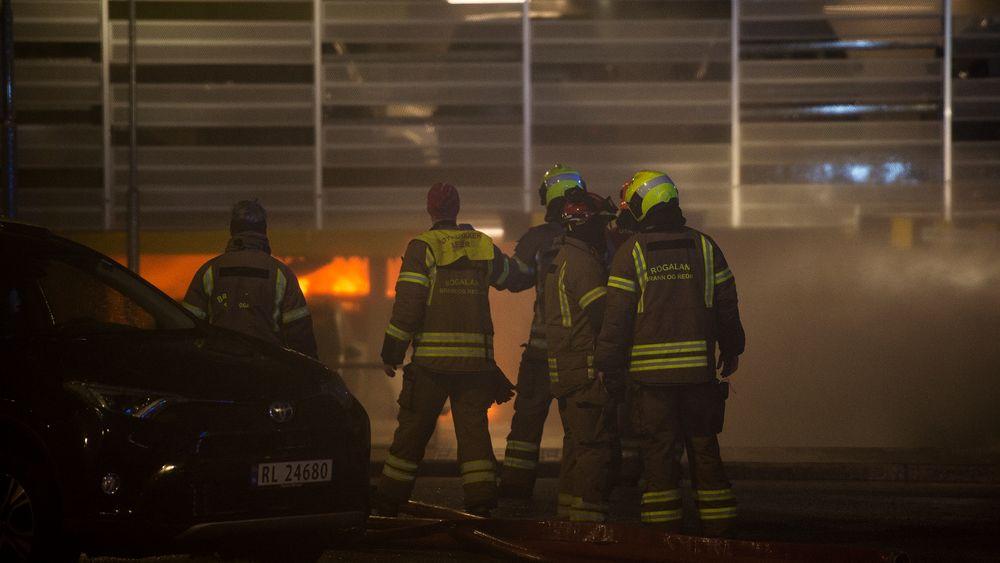 Brann i parkeringshuset på Stavanger lufthavn Sola