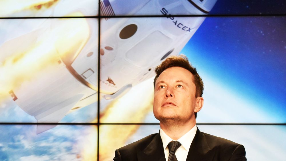 Elon Musk har ved hjelp av ny batteriteknologi og dyktige ingeniører klart å endre bilindustrien i løpet av ti år, skriver Tormod Haugstad.