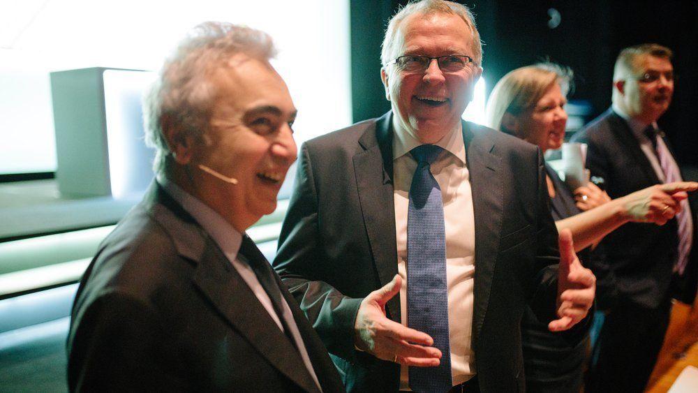 Equinors toppsjef Eldar Sætre sammen med IEA-sjef Fatih Biro på Equinors høstkonferanse  2018.