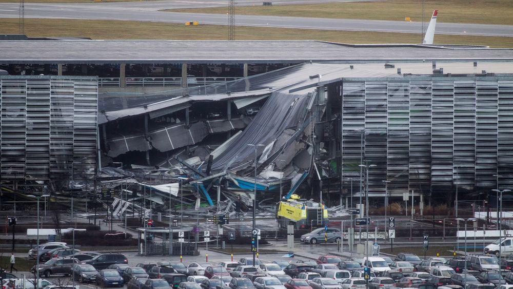 Deler av parkeringshuset raste sammen etter brannen på Stavanger lufthavn Sola, 7. januar. Et nytt bygg skal stå ferdig våren 2022.