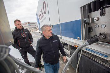 Asko i Trondheim har satt opp egen fyllestasjon til sine hydrogenlastebiler.