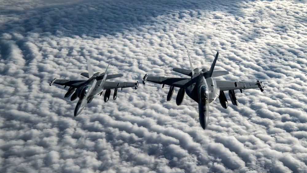 Dette er to EA-18G Growler fra US Navy over Afghanistan 23. januar i år. Bilder fra det den siste testinga har vi ikke fått tak i.