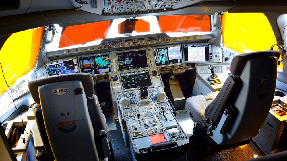 Cockpiten i et Airbus A350 utstilt på Singapore airshow i 2016.