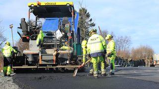 På den nye, travle busstraseen skal fylket og Statens vegvesen teste 80 prosent gjenbrukt asfalt