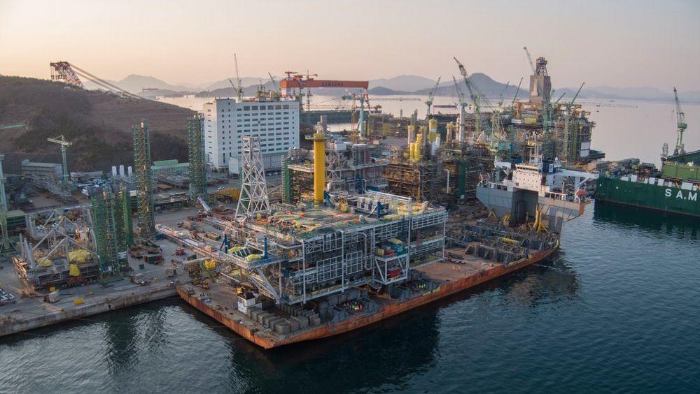 Regningen for Johan Sverdrup-utbyggingen ble langt lavere enn Equinor hadde beregnet i forkant. Samtidig er flere av plattformdekkene bygget ved asiatiske verft. Her er stigerørsplattformen ved Samsung-verftet i Sør-Korea, som ble bygget på rekordtid.