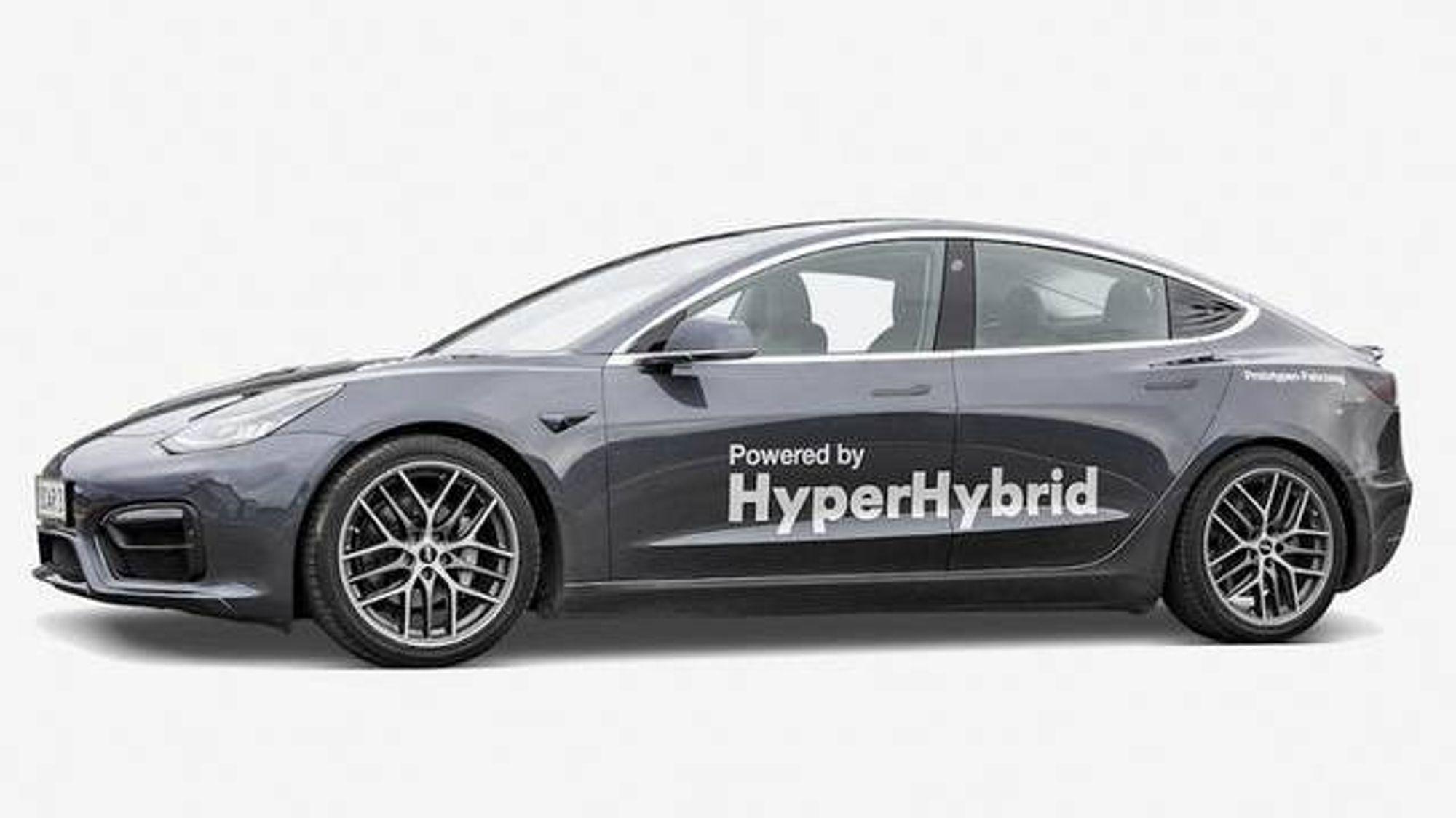 Obrist Powertrain bygde om en Tesla Model 3 til en hybrid med forbrenningsmotor.
