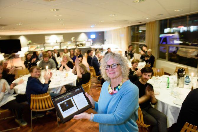Vinner avis: Trine Styve Varlo tok imot journalistprisen på vegner av Haugesunds Avis i kategorien avis, for artikkelkomplekset «Øksedrap i psykiatrien».