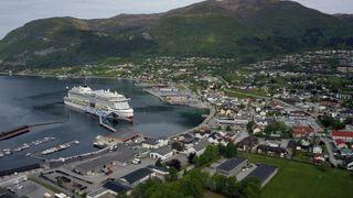 Her skal cruiseskip få landstrøm via flytende gangbro