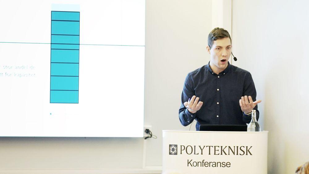 Andreas Bjelland Eriksen, rådgiver i NVE, snakket om tariffer på frokostmøtet til Polyteknisk forening onsdag.
