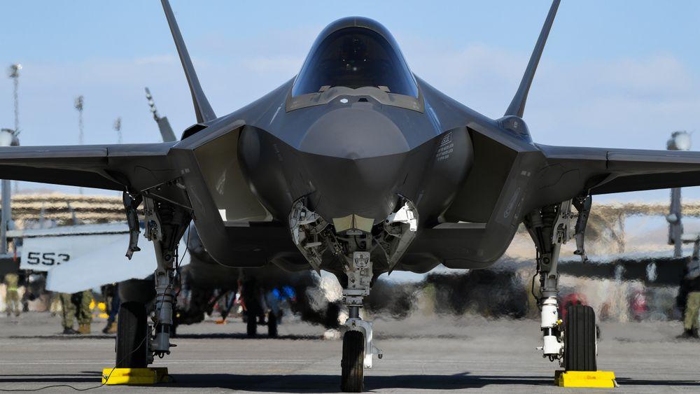 En amerikansk F-35A fra 421st Fighter Squadron klargjøres i forbindelse med storøvelsen Red Flag 20-1 på flybasen Nellis ved Las Vegas 3. februar.