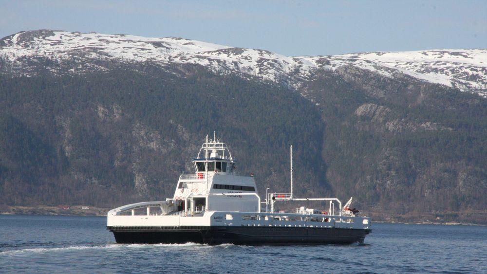 Batteriferja Ampere krysser Sognefjorden på E39 Lavik-Oppedal. Ifølge TUs innhenting skal 26 samband få elektriske ferjer i år.