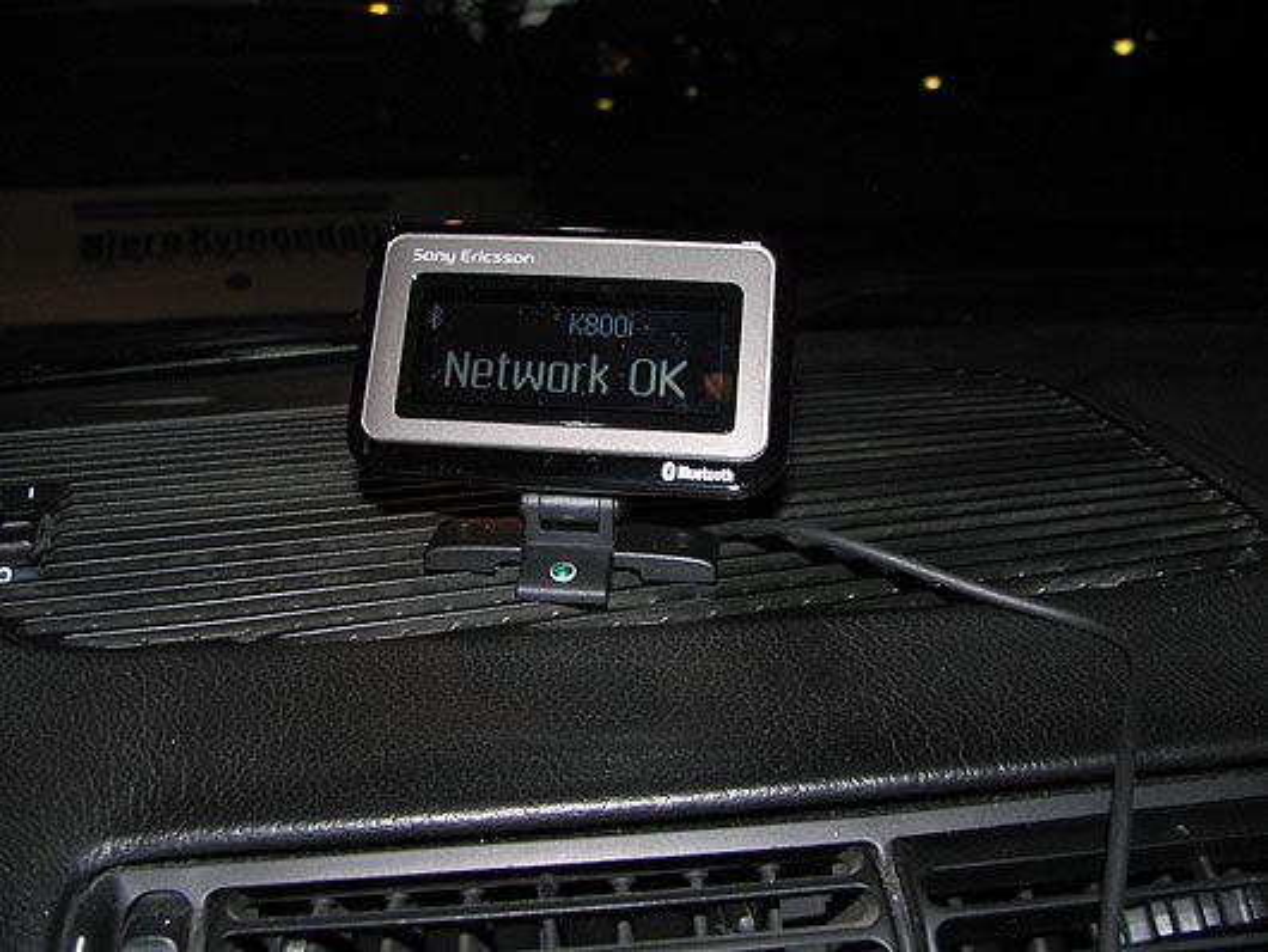HCB-700 kommer med en egen skjerm, slik at du enkelt kan se hvem som ringer.