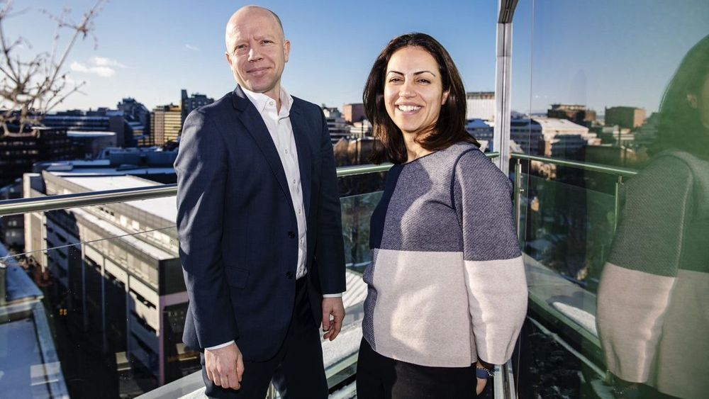 Bani Norouzian (39) er anatt som ny abonnementsdirektør i NHST Global Publications. Her sammen med Global Chief President Trond Sundnes i NHST Global Publications.