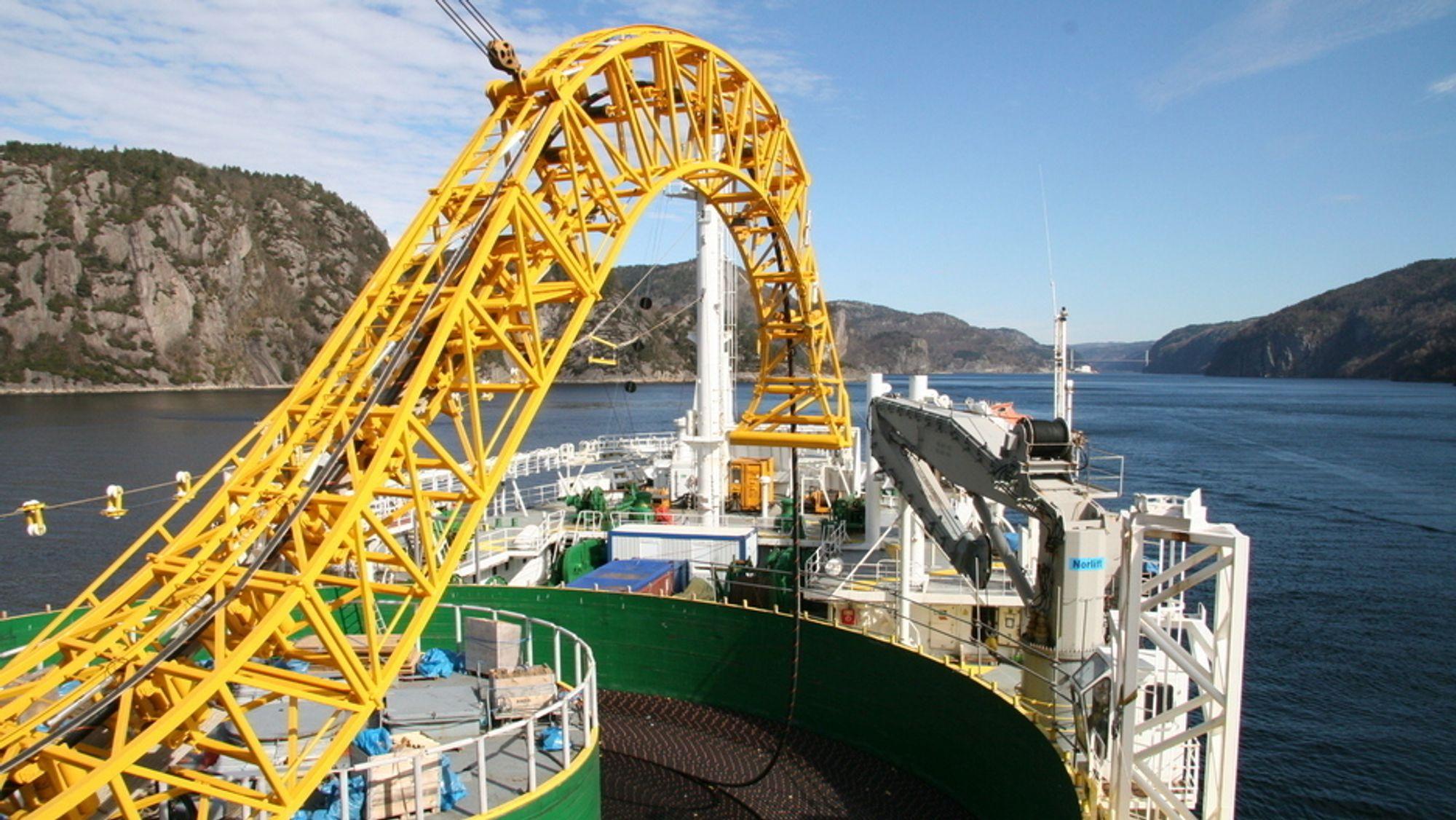 Kabelen mellom Norge og Nederland, NorNed, er verdens lengste undersjøiske kraftkabel. Snart skal regjeringen avgjøre om Norge også skal bygge en kabel til Skottland.