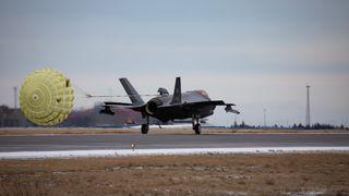 Her lander norske F-35 på sitt første utenlandsoppdrag for Nato