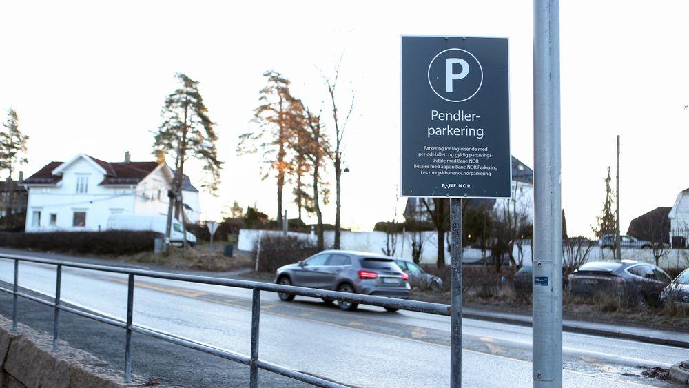 Pendlerparkeringen på Blommenholm er en av 15 innfartsparkeringer TØI har undersøkt i rapporten.