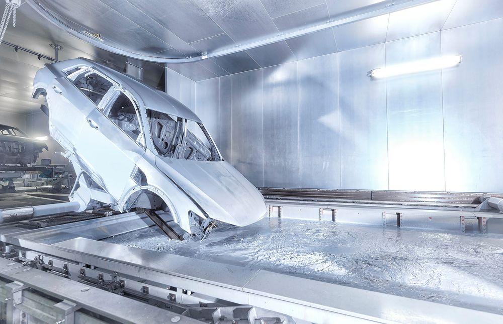 En Audi E-Tron blir bygget ved fabrikken i Brussel.