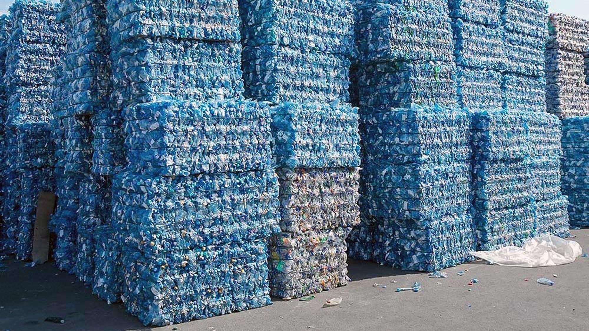Produsenter av matvareemballasje og produsenter av rengjøringsmidler kjemper om den samme plasttypen. Det gjør at tilbudet ikke vokser like raskt som etterspørselen.