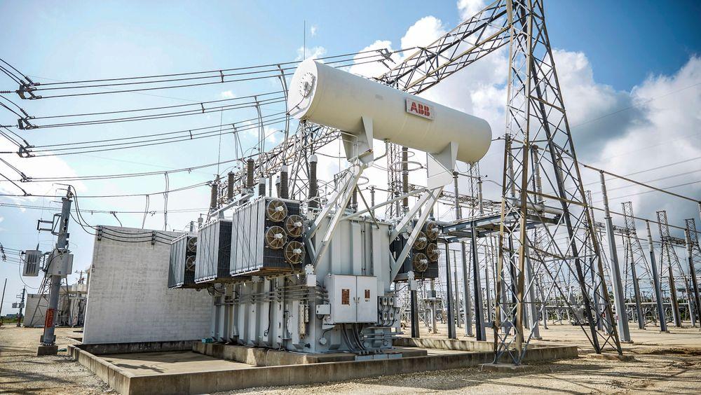 Krafttransformatorer øker spenningsnivået i det norske sentralnettet opptil 420.000 volt for overføring av store energimengder med minimale tap.