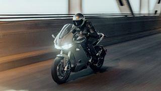 Ny el-motorsykkel kan gå 32 mil med toppfart på 200 km/t