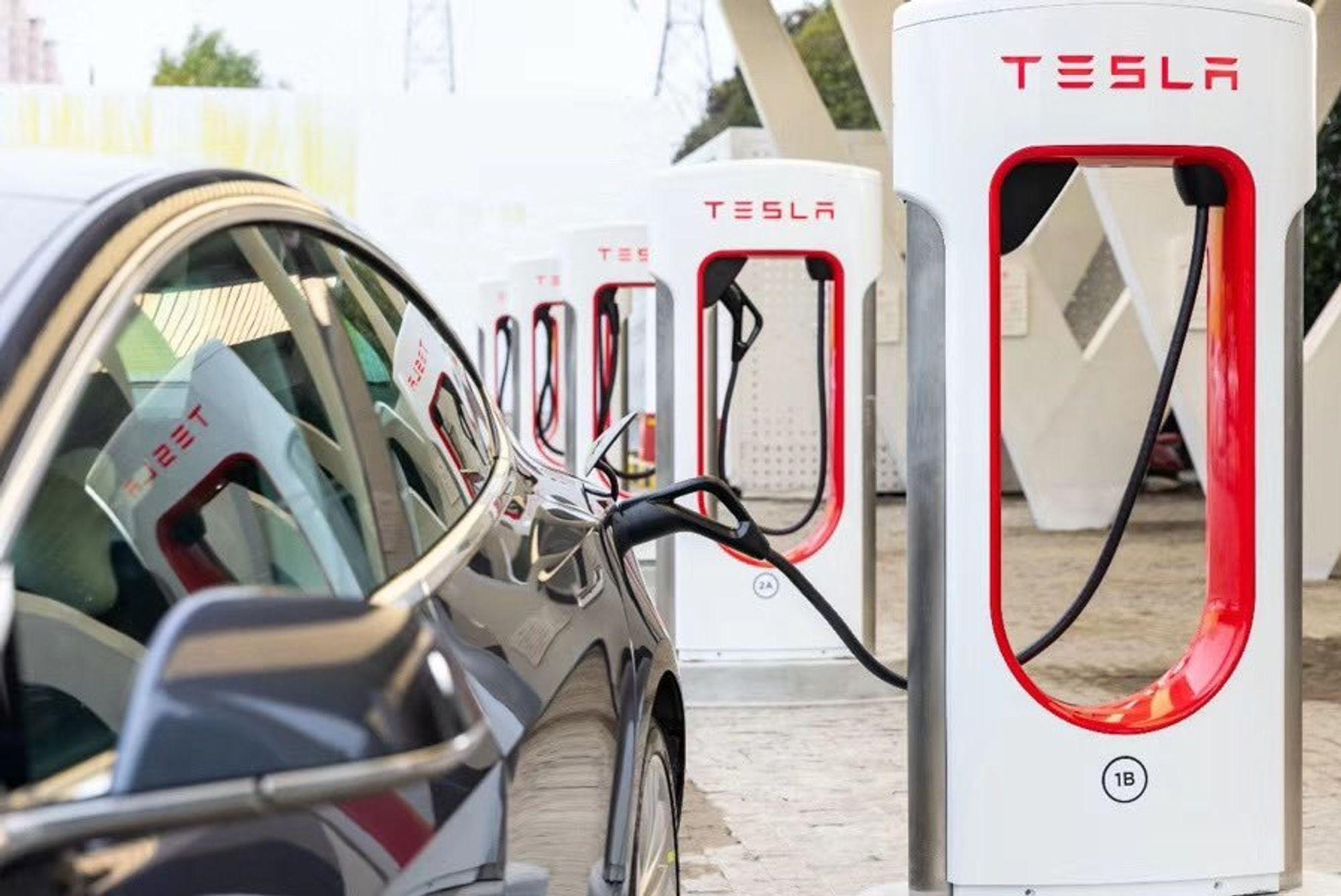 Nå kommer tredje generasjon av Teslas Superchargere til Norge.