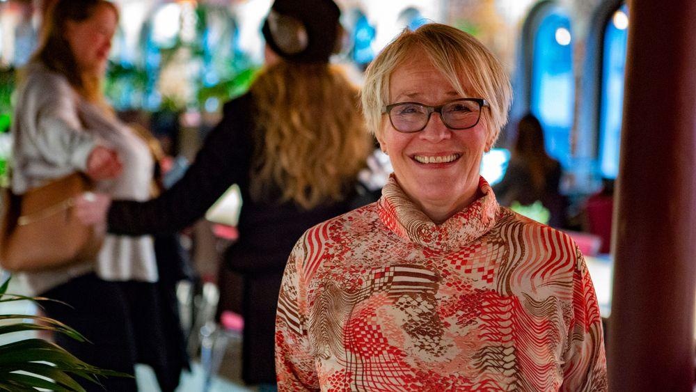 Seniorgründer Kristin Langnes hjelper andre eldre med å starte eget selskap etter fylte 50 år.