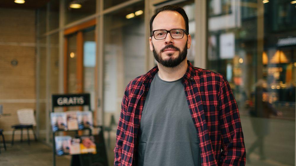 Kristian Hall er sivilingeniørog har 18 års erfaring, også fra lederstillinger og konsulentvirksomhet. Ved siden av har han skrevet 5 bøker.