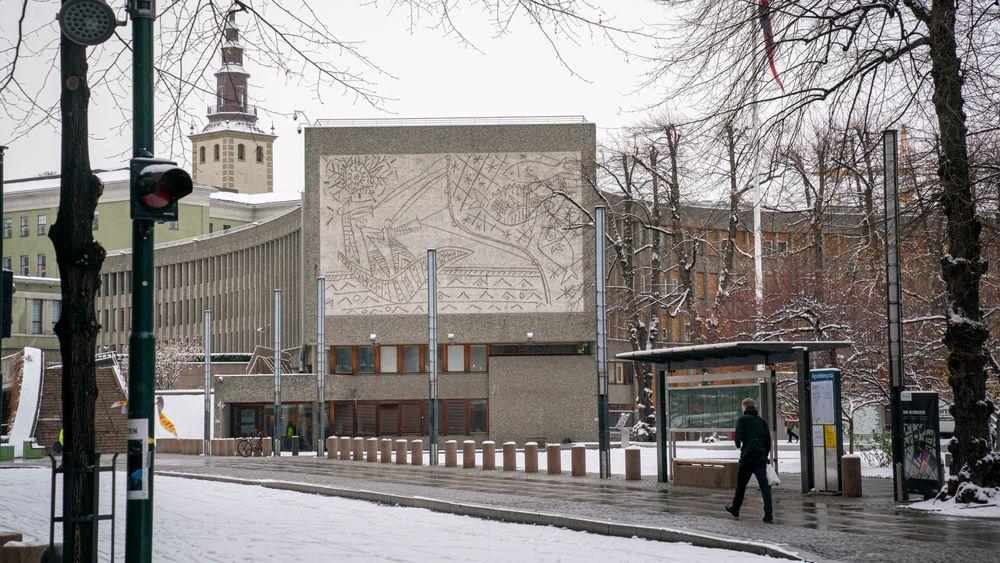 Kommunal- og moderniseringsminister Nikolai Astrup (H) vil onsdag gi Statsbygg ordre om å starte rivingen av Y-blokka i regjeringskvartalet.