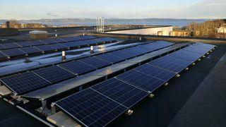 Batterier er uegnet til å lagre solstrøm – prisen per kilowattime blir skyhøy
