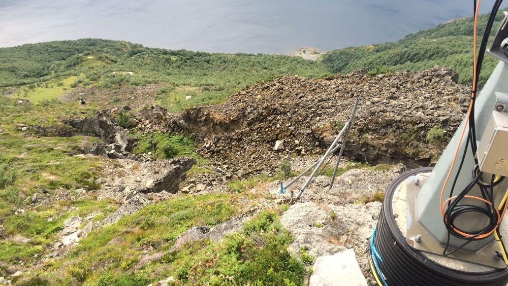 Det er dyrt og vanskelig å drive vedlikehold oppe i fjellsidene der NVE har måleutstyr. Å erstatte dieselaggregat med brenselscelle letter vedlikeholder, ifølge NVE.