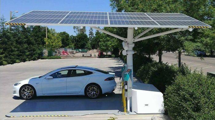 Envision sine solcelleladere er raske å installere og kobles ikke til strømnettet. Dette er en litt annen modell.