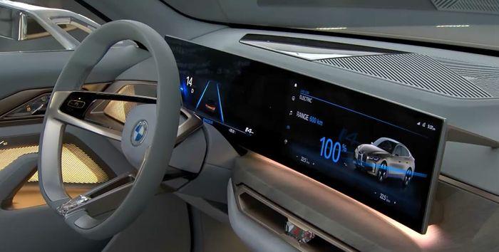 Interiøret i bilen blir trolig litt roligere enn dette, men skjermen skal være med til produksjonsutgaven.
