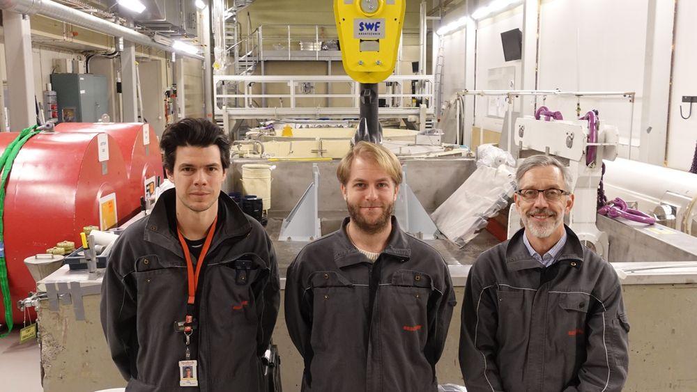 Her i dette lageret, i Studsvik i Sverige, kan norsk atomavfall havne. Laboratoriesjef Niklas Snis, prosjektleder Kyle Johnson og seniorrådgiver Per Lidar (f.v) står klar til å ta i mot.