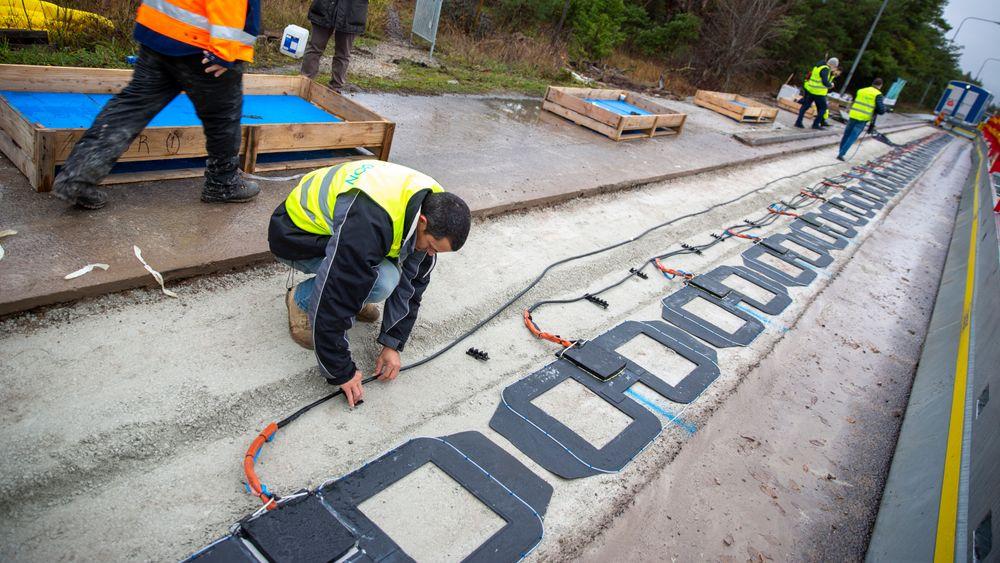 Kobberspoler monteres i veibanen på Gotland.