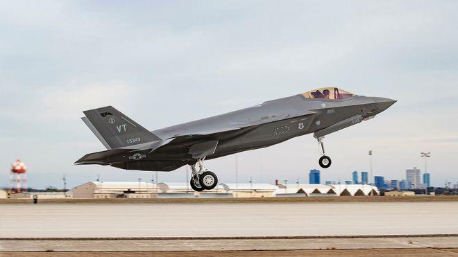 Nå er det produsert omtrent like mange F-35 som Eurofightere