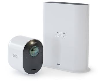 Smarthub-enheten til høyre på bildet er navet i Arlo-løsningen. Du kan koble til flere kameraer og andre enheter fra Arlo.