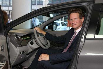 Gilles Normand, en av lederne i Renaults elbildivisjon, tror mange vil slite med overgangen til elbil.
