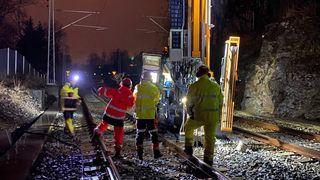 Når E18-byggingen skal forberedes, må jernbanen miste strømmen og togene stå stille