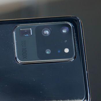 Multikamera: Samsung har samlet mange imponerende kameraer i det store rektanglet på baksiden av S20 Ultra.